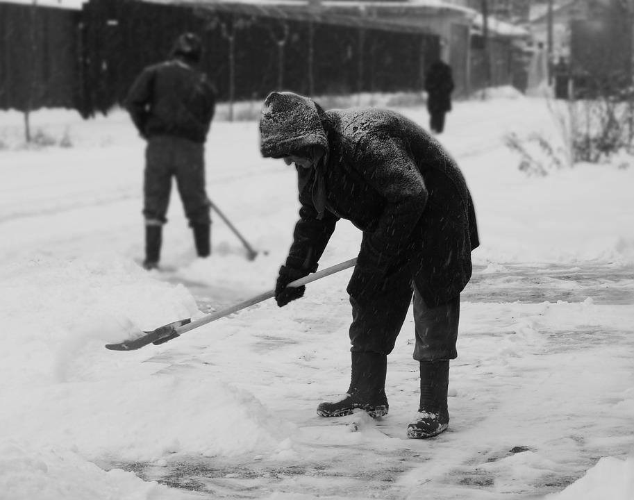 Don't Waste Your Staff's Time Clearing Snow! Outsource To Professionals